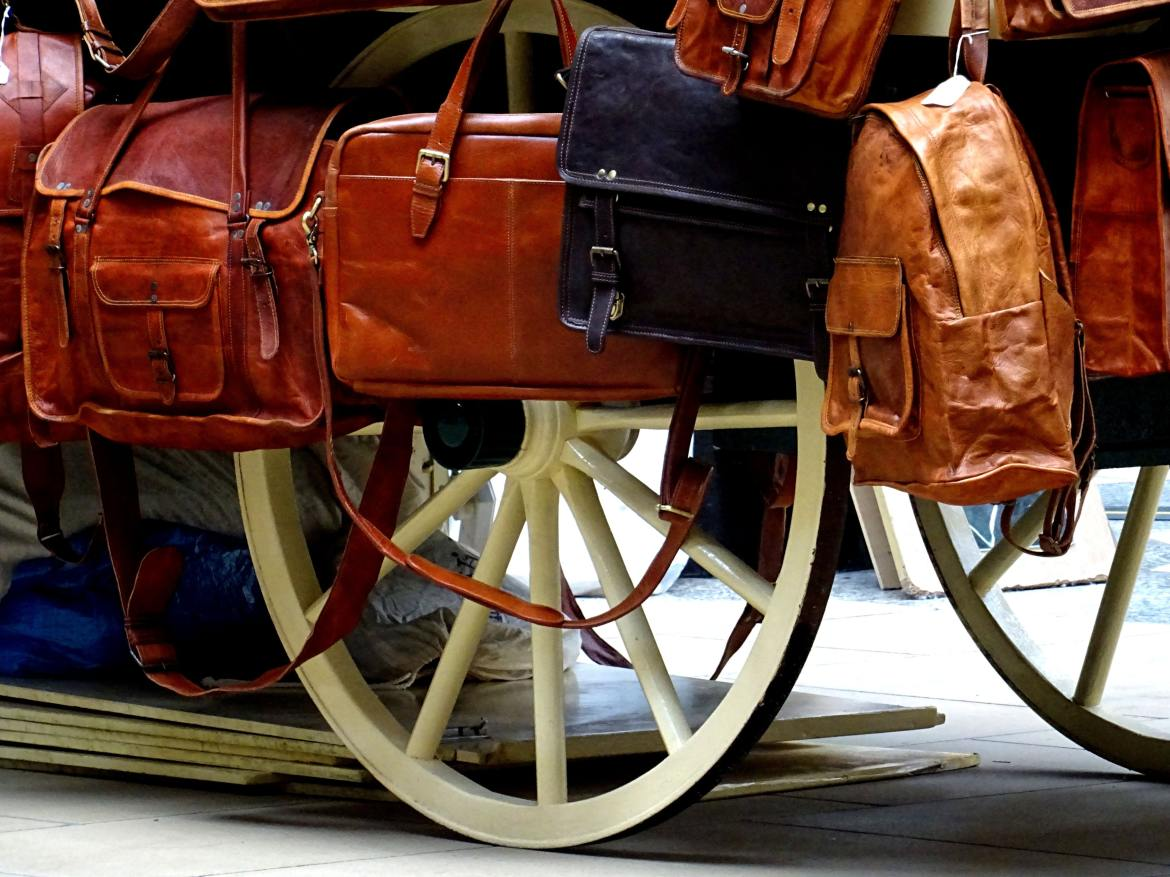 bags-brown-carriage-575435